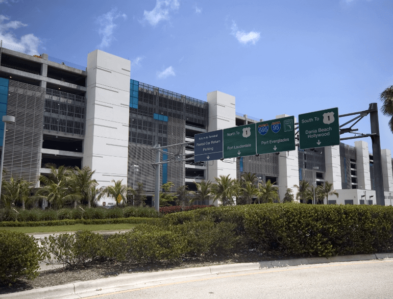 Quick Park Airport Parking (FLL) Fort Lauderdale-Hollywood International Airport - Standard Vehicles/Compact SUVs ONLY. FACILITY DETAILS. Quick Park is an off-site Fort Lauderdale airport parking facility with friendly staff. A complimentary shuttle service is available for up to 4 passengers.